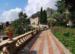 Borgo dei Borghi, today the last day of voting. Castelmola wants the final